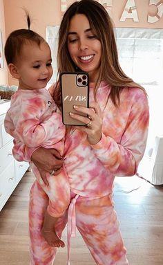matching sorbae tie-dye sets for moms and babes Tye Dye, Bleach Tie Dye, Tie Dye Shirts, Band Shirts, Babe T Shirt, Sweat Shirt, Moda Tie Dye, Style Girlie, Tie Dye Fashion