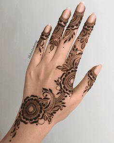 Henna Designs Arm, Modern Henna Designs, Latest Henna Designs, Finger Henna Designs, Simple Arabic Mehndi Designs, Back Hand Mehndi Designs, Mehndi Designs Book, Mehndi Design Pictures, Mehndi Designs For Fingers