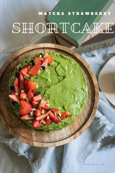 Starter Matcha Organic Green Tea Powder contains the antioxidants of regular green tea, making it an effective way to bolster the immune system and it's very healthy of your skin. Matcha Cake, Matcha Green Tea Powder, Strawberry Shortcake, Healthy Drinks, Yummy Cakes, Fun Desserts, Kale, Sweets, Organic