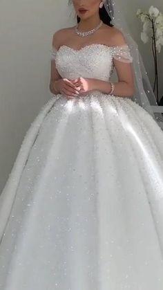 Royal Wedding Gowns, Fancy Wedding Dresses, Wedding Dress Train, Princess Wedding Dresses, Wedding Ball Gowns, Bridal Outfits, Bridal Dresses, Ball Dresses, Marie