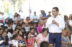 El gobernador de Michoacán se comprometió a llevar una serie de apoyos a la colonia Ciudad Jardín, los cuales van desde lecherías Liconsa hasta la construcción de una secundaria y ...