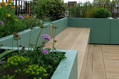 Built-in bench on roof terrace