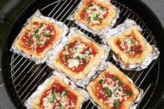 Mini Pizzas, Camping Bbq, Camping Meals, Cobb Cooker, Cobb Bbq, Weber Bbq, Barbecue Recipes, Outdoor Cooking, Soul Food