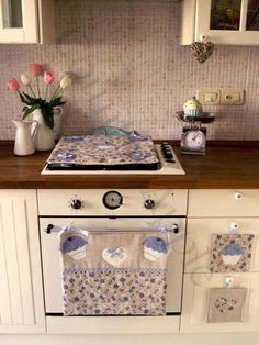 This would looks delight in any Kitchen and its practical Fabric Crafts, Sewing Crafts, Sewing Projects, Kitchen Towels, Kitchen Decor, Mug Rugs, Kitchen Accessories, Interior Design Living Room, Diy And Crafts