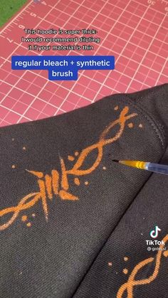 Diy Crafts Hacks, Diy Arts And Crafts, Cute Crafts, Crafts To Do, Bleaching Clothes, Kleidung Design, Tie Dye Crafts, Painted Clothes, Vintage Glam