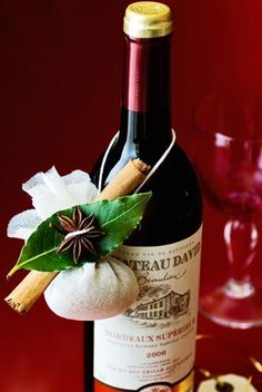Homemade Christmas Gifts: of our favourite DIY edible gifts - Special mulled wine kit – Homemade Christmas Gifts In principle, producing wine is quite simple. Abolish meets grape drink around a ho Homemade Christmas Gifts, Xmas Gifts, Craft Gifts, Diy Gifts, Christmas Crafts, Homemade Wine, Homemade Gifts, Wine Kits, Wine Decor