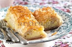 Galaktoboureko with a crisp leaf and perfect cream Greek Sweets, Greek Desserts, Kinds Of Desserts, Greek Recipes, Non Chocolate Desserts, Puff Pastry Desserts, Food Categories, Spanakopita, Sweet Tooth