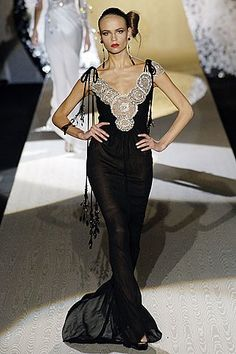 Valentino Fall 2005 Couture Fashion Show - Natasha Poly (Women)