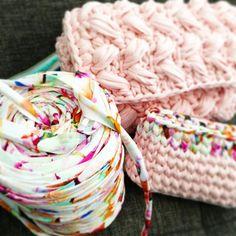 【mecha0730】さんのInstagramをピンしています。 《🌷🌹🌺🌻🌼💐 ✱ はぁ~~😍😍😍😍😍 朝から可愛すぎて うっとりする。。。(∩˘ω˘∩ )♡ ✱ ✱ 色の組み合わせが 合いすぎてイラッと。(笑)😂 完成まで待てず postするっていう← ✱ ✱ お楽しみに💜💜💜 (……ってほぼ見せちゃってるけど笑) ✱ ✱ ✱ ✱ ✱ ✱ #ハンドメイド #handmade #ポーチ #ピンク #pink #桜 #春色 #ミニポーチ #チェーンバッグ #ショルダーバッグ #ズパゲッティ #zpagetti  #trapart #hooked #aloha #ungrid  #ロデオクラウンズ #しまむら #サーフ #西海岸 #ママコーデ #コーデ #オシャレ #流行り #トレンド #編み物》