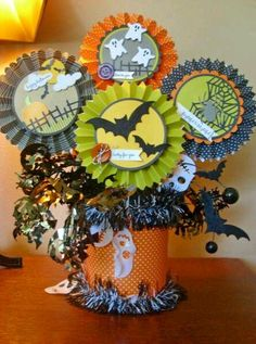 Halloween Rosette Centerpiece Decoration by Risa - Cards and Paper Crafts at Splitcoaststampers Diy Halloween, Comida De Halloween Ideas, Halloween Infantil, Halloween Paper Crafts, Manualidades Halloween, Holidays Halloween, Vintage Halloween, Fall Crafts, Holiday Crafts