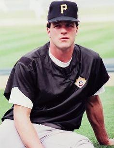 Andy Van Slyke One of the best! Pittsburgh Pirates Baseball, Pittsburgh Sports, Jack Lambert, Sports Figures, Jolly Roger, National League, Sports Teams, Helmets, Mlb