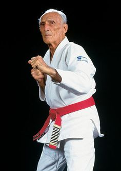 Helio Gracie with the 10th degree red belt reserved for the 5 founding gracies