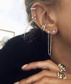 Picture of jazz discovered. Discover (and save!) Your own pictures and video - jewellery - Piercing Oreja Ear Jewelry, Cute Jewelry, Body Jewelry, Jewelry Accessories, Jewellery Earrings, Trendy Jewelry, Diamond Earrings, Dainty Earrings, Small Earrings