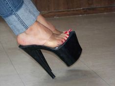 Mules Shoes, Heeled Mules, Shoes Heels, Pumps, Sexy Legs And Heels, Hot High Heels, Stripper Heels, Barefoot Girls, Sexy Toes