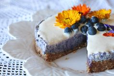 Como fazer um cheesecake sem laticínios, mas igualmente cremoso e com abase crocante? A resposta é simples: cajus. Marta Ferreira, daMartilicious Food,ensina-nos como.