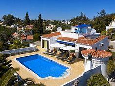 Luxe villa op een rustige locatie in de buurt van de golfbaan en het strand, air-conditioning, beh. Zwembad  Vakantieverhuur in Vale de Milho van @homeaway! #vacation #rental #travel #homeaway