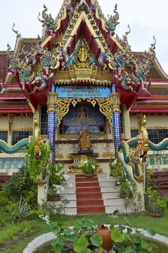 Wat Plai Laem Temple in Koh Samui Island, Thailand is a Thai-Chinese temple, which was completed in 2004.