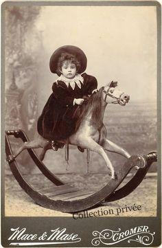 Resultado de imagen para vintage sepia photos of crying, laughing babies and kids Vintage Children Photos, Images Vintage, Photo Vintage, Vintage Pictures, Vintage Cards, Old Pictures, Vintage Postcards, Antique Photos, Vintage Photographs