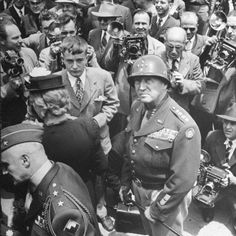 George Patton - 31 images you MAY not have seen before? History Online, Us History, History Books, American History, George Patton, 1. Mai Demo, Old Blood, Military Service, United States Army