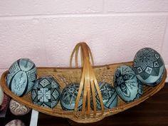 Lois's Etched Emu Class at PysankyUSA Retreat 2012 Emu Egg, Aboriginal History, Carved Eggs, Easter Egg Designs, Ukrainian Easter Eggs, Egg And I, Egg Art, Cover Pics, Egg Decorating