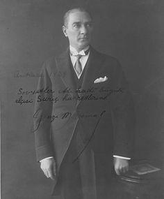 Atatürk'ün SSCB Ankara Büyük elçisi Surist'e imzaladığı fotoğraf 1929 da