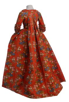 Robe à la française, 1760-70 From the Museo de la Moda