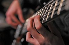 TROUBADOURS - LIBOURNE : ces ateliers musique proposent d'apprendre rapidement et sérieusement l'instrument et de jouer en groupe pour saxophone, guitare, basse, contrebasse, percussions, batterie, orchestre et chant. Tous les cours sont ouverts aux jeunes et aux adultes en abordant : travail spécifique des techniques et des styles de jeux propres à chaque instrument ; solfège, rythmique, harmonie ; techniques d'accompagnement et de jeux en groupe.