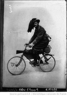 Bersaglieri sur bicyclette Branchi : [photographie de presse] / Agence Meurisse - 1