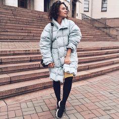 Margarita Muradova (@greenteanosugar) в Instagram: «Расцеловала бы тех, кто когда-то придумал совмещать кроссовки с повседневными луками Новый,…»
