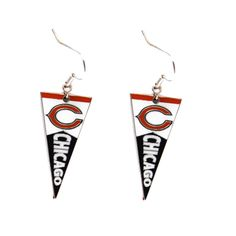 Show off a sense of style with your game day outfit with these Chicago Bears earrings. Designed with a cute pennant charm, these earrings are a marvelous gift for any sports fan.