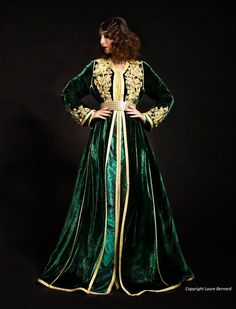 Traditional Moroccan kaftan in a deep emerald with goldwork along the front and sleeves. Gold trim on the hem. Oriental Dress, Oriental Fashion, Morrocan Kaftan, Arabic Dress, Afghan Dresses, Arab Fashion, Caftan Dress, Velvet Fashion, Mode Inspiration