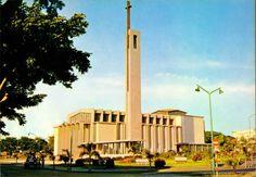 S/N - LUANDA Igreja da Sagrada Família - Edição Lello-Angola - S/D - Dimensões: 15x10,5 cm. - Col. Manuel Bóia (1970).