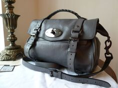 This is a lovely 100% authentic Mulberry regular sized Alexa (Sub) in Foggy Grey soft buffalo leather with dark nickel shiny hardware. Designated as a 'Sub' due to the small inking smudge to the inner side of the detachable shoulder strap, (see Photo Gallery below) Mulberrys new Icon. This lovely Lexy is the epitome of casual cool. A seasonal shade, no longer availble from Mulberry direct, its a beautiful neutral slate toned grey, that seems to compliment any outfit. Con...