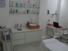 Sala de estética Bad Cat, Home Salon, Bathroom Medicine Cabinet, Salons, Storage, Design, Furniture, Home Decor, Pharmacy