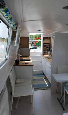 A lot of people forget about houseboats in regards to housing alternatives. A houseboat may be terrific addition to any waterfront property. This houseboat creates a statement. Buying a houseboat…MoreMore Barge Interior, Home Interior Design, Interior Decorating, Interior Ideas, Yacht Interior, Modern Interior, Canal Boat Interior, Sailboat Interior, Sailboat Decor