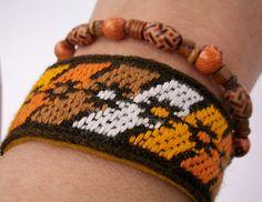 *Dieses Armband ist für die Aktion KunstRaub Nr. 6 Musterhäuser hergestllt worden, inspiriert von den Bemalungen afrikanischer Frauen an ihren Häus...