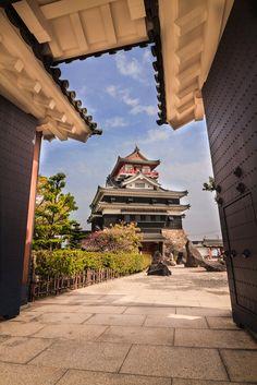 Kiyosu castle is the castle which was in Aichi-ken Kiyosu city. Japanese Temple, Japanese Castle, Beautiful Places In Japan, Beautiful Places To Visit, Japanese Landscape, Japanese Architecture, Nagoya, Fukuoka Japan, Kyoto