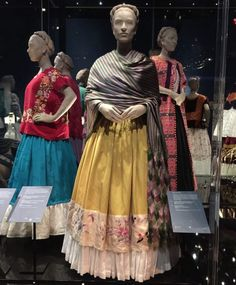 Traditional Mexican Dress, Traditional Outfits, Mexico Costume, Frida Kahlo Exhibit, Freida Kahlo, Divas, Mexican Fashion, Mexican Style, Victorian Fancy Dress