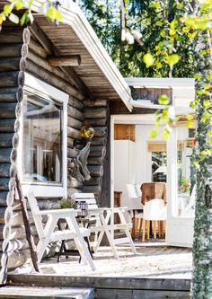 Unelmien mökkiterassit – katso kuvakooste | Meillä kotona Lake Cottage, Cottage Living, Cottage Homes, Cottage Style, Summer Cabins, Outside Patio, Cottage Exterior, Beach House, Home And Family