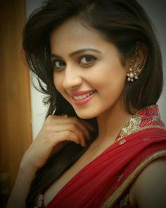 Rakul Preet Beautiful Bollywood Actress, Most Beautiful Indian Actress, Beautiful Actresses, Beautiful Heroine, Beautiful Girl Image, Just Beauty, Hair Beauty, Hair Cutting Techniques, Beautiful Girl Wallpaper