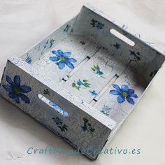 Caja de fresas decorada Decoupage Vintage, Decoupage Box, Wood Crafts, Diy And Crafts, Arts And Crafts, Wooden Crates, Wooden Boxes, Craft Corner, Painting On Wood