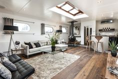 How to transform an old boat in a luxury penthouse - The Dutch barge, built in 1959 is transformed in a luxury floating penthouse. It is moored at Oyster Pier, a new development in Battersea, South London and it is the first boat to have been refitt Barge Interior, Boat Interior, Home Interior Design, Interior Architecture, Interior Ideas, Interior Decorating, Decorating Ideas, Decor Ideas, Luxury Interior