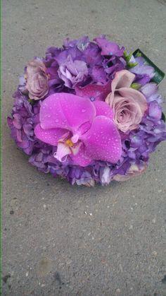 Buchet mireasa cu hortensie,lisianthus,trandafiri si phalaenopsis