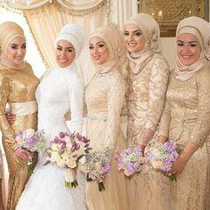 Stunning bride & bridesmaids! Hijabs styled by @hijabiinspirations ♥  #hijabstyle #muslimbride #bridesmaids  #hijab #hijabbride #weddingbouquet #wedding #weddingphotography #muslimweddingphoto #muslimwedding #weddingideas #muslimweddingideas #weddingday #weddingdream #islamicwedding #weddingstyle #weddingtips #weddings #weddinginspiration #nikah #nikkah #nikaah #walima #muslimbridesmaids  #bridesmaidsdress #weddingbouquet