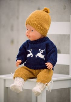 Bilderesultat for paelas baby born Baby Born Clothes, Preemie Clothes, Knitting Dolls Clothes, Crochet Doll Clothes, Girl Doll Clothes, Doll Clothes Patterns, Knitted Doll Patterns, Baby Sweater Knitting Pattern, Knitted Dolls