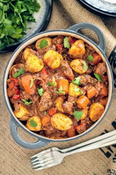 Every time I make this Syn Free Slimming World beef stew, it always amazes me! I… Every time I make this Syn Free Slimming World beef stew, it always amazes me! It's just so deliciously rich, filling and comforting! Slimming World Beef Casserole, Slimming World Beef Stew, Slimming World Beef Recipes, Slow Cooker Slimming World, Slimming World Dinners, Slimming Eats, Slimming World Salads, Slimming Workd, Slimming World Free Foods