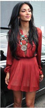 Esse maxi colar é a minha cara, mas o vestido ficaria muito bem na Srta. Viviane Reis!!!