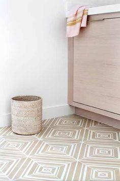 10 Ceramic Bathroom Floor Tile Ideas for Small Spaces - Marble Bathroom Ceramic Tile Floor Bathroom, Beige Bathroom, Bathroom Flooring, Kitchen Flooring, Floor Carpet Tiles, Carpet Flooring, Stone Flooring, White Flooring, Basement Flooring