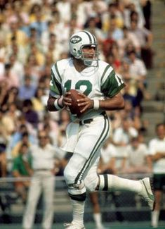 Joe Namath Quickest release, cannon arm, biggest super bowl upset of all time against the colts, great leader Jets Football, School Football, Football Cards, Football Players, Nfl Jets, American Football League, National Football League, Super Bowl Winners, Joe Namath