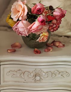 greige: interior design ideas and inspiration for the transitional home : Need a little spring